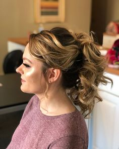 LOOSE FLOWY PONYTAIL Want flawless wedding hair & makeup with zero stress? We gotchu! Go ahead and schedule your free consultation call today - link in bio @WindyCityGlam! . #chicagobridalmakeup #chicagomakeupartist #chicagoweddingmakeup #chicagobride #chicagomua #chicagowedding #chicagobridalmakeupartist #chicagobridalmua #chicagoweddingmua #chicagoweddingmakeupartist #chicagoweddingplanning #chicagoweddingphotographer #chicagobridalhair #chicagohairstylist #chicagoweddinghair #chicagoweddingin