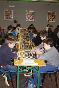 Le championnat d'Alsace est terminé! Si ni Idéal, ni Mounir n'ont brillés par leurs résultats (finissant tout les deux 14ème dans leur catégorie respective), ils se sont très bien rattrapé lors du Tournoi de Kintzheim! Voilà deux photos prises lors du championnat d'Alsace. Il reste encore de la place pour l'Aïki-Chess, n'oubliez pas d'en parler autour de vous!