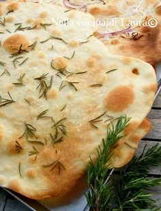 scrocchiarelle with yeast rosemary - in the kitchen of laura Italian Bakery, Italian Cooking, Italian Recipes, Focaccia Pizza, Flatbread Pizza, Sourdough Recipes, Salty Cake, Food Tasting, Pizza Recipes