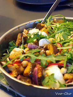 Lämmintä salaattia kunnon mausteilla