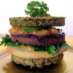 burger Food art by Amélie Piéron www.lemurieinterieure.com #raw #vegan #foodart
