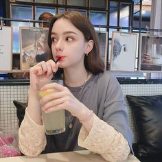 203 個讚,8 則留言 - Instagram 上的 𝒟𝒶𝓈𝒽𝒶 𝒯𝒶𝓇𝒶𝓃  (팬 페이지)(@dasha.taran_fp):「 Take a sip🥤  #dashataran 」 Cute Girl Face, Cute Girl Photo, Ulzzang Fashion, Ulzzang Girl, Plain Girl, European Girls, Western Girl, Cute Korean Girl, Beautiful Girl Image