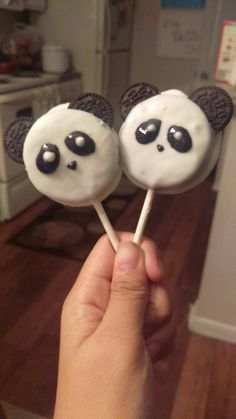 Oreo Panda Pops! Nom nom nom Panda Party, Bear Party, Cake Pops, Panda Birthday Cake, Panda Food, Bolo Panda, Panda Baby Showers, Panda Decorations, 3rd Birthday Parties