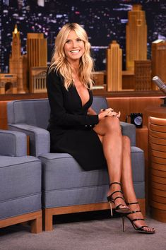 """Heidi Klum Photos Photos - Heidi Klum Visits """"The Tonight Show Starring Jimmy Fallon"""" at Rockefeller Center on August 2015 in New York City. - Heidi Klum Visits 'The Tonight Show Starring Jimmy Fallon' Look Fashion, Fashion Models, Beauté Blonde, Actrices Sexy, Corte Y Color, Up Girl, Mannequins, Sexy Legs, Gorgeous Women"""