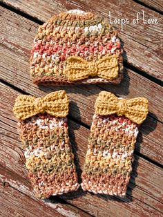 Ravelry: Wavy Ribbed Hat & Leg Warmers pattern by Lisa Dean ~ FREE crochet pattern====way different colors though. Crochet Leg Warmers, Crochet Boot Cuffs, Crochet Boots, Baby Leg Warmers, Crocheted Hats, Hand Warmers, Crochet Girls, Love Crochet, Crochet For Kids