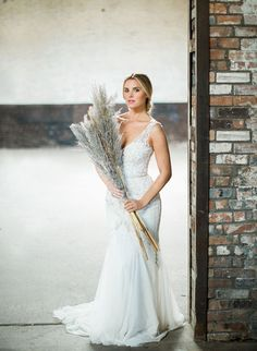 An Illuminating Collection of Wedding Gowns | Gown: Patsy's A Bridal Boutique (Enaura gown) #bridesofnorthtx #wedding #gown