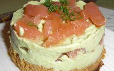 Il s'agit d'une base biscuitée salée (tuc sésame) surmontée d'une crème avocat ricotta et saumon fumé.