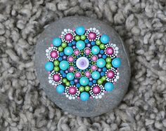Painted mandala stone with different colors of acrylic paint. Rock Painting Patterns, Rock Painting Ideas Easy, Dot Art Painting, Rock Painting Designs, Mandala Painting, Pebble Painting, Pebble Art, Stone Painting, Mandala Painted Rocks