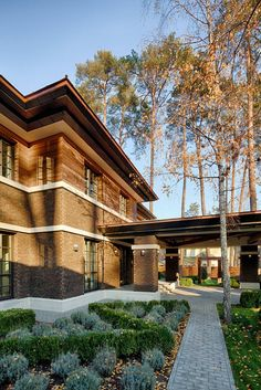 Wright-Inspired Contemporary Home 6
