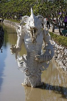 beautiful, Inspiring, stunning, temples, world, worlds best,Architecture,Wat Rong Khun, Thailand