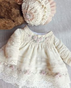Kids Dress Wear, Little Girl Dresses, Vintage Girls Dresses, Baby Girl Dress Patterns, Baby Clothes Patterns, Baby Frocks Designs, Sewing Doll Clothes, Embroidery Fashion, Kids Outfits