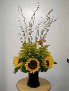 Sunflower Arrangement- I don't normally like sunflowers...but I'm willing to make an exception here.