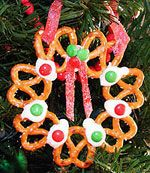 Pretzel Wreath - Christmas food craft for a snack (cooking activity)