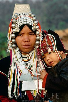 Portrait of Akha woman with a child, Thailand | © Art Wolfe
