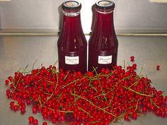 Johannisbeersirup aus rotem Johannisbeerensaft, ein sehr schönes Rezept aus der Kategorie Haltbarmachen. Bewertungen: 20. Durchschnitt: Ø 4,6.