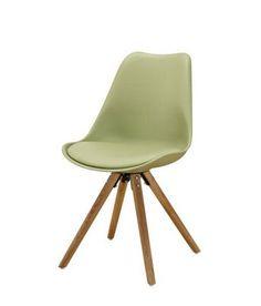 Dieser moderne Stuhl ergänzt perfekt Ihr trendig eingerichtetes Zuhause. Der ca. 47 x 81 x 52 cm (B x H x T) große Stuhl mit 4 Füßen aus massivem Eichenholz wird ergänzt durch die Sitzfläche aus robustem glänzendem Kunststoff in Weiß. Der Stuhl ist bis max. 90 kg belastbar und passt gut in verschiedene Wohnbereiche.