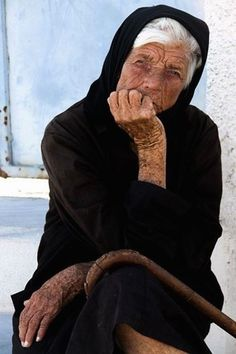 The portrait of weather, work, worry. Santorini, the Old Way Baba Yaga, Wise Women, Old Women, Old Faces, Greek Culture, Portraits, Interesting Faces, Greek Islands, People Around The World