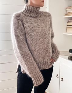 Sweater Knitting Patterns, Knit Patterns, Hand Knitted Sweaters, Ravelry, Circular Knitting Needles, Dress Gloves, Yarn Brands, Stockinette, Top Pattern