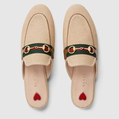 Shop the contemporary range of women's slippers by Gucci. The range features the Princetown and Marmont slippers in a plethora of styles. Explore the collection now. Gucci Brand, Gucci Fashion, Best Sneakers, Sneakers Fashion, Fashion Shoes, Oxfords, Princetown Gucci, Leather Slippers, High Heels