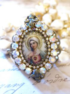 "Grosse Bague baroque ""Vierge Marie rose cristal de Swarovski : Bague par lorenza"