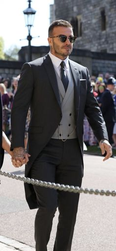 David Beckham Royal Wedding hottest man at wedding ! David Beckham Wedding, David Beckham Long Hair, David Beckham Haircut, David Beckham Family, David Beckham Suit, David Beckham Style, Beckham Football, Harper Beckham, Wedding Outfits