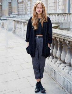 Street Style : Cardigan noir haut noir jean taille haute gris boots