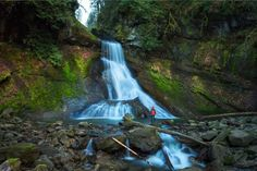 Hike to Racehorse Falls