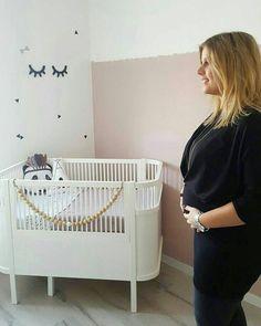 Een kamertje om verliefd op te worden! Superleuk om te zien dat onze sleepy eyes zo'n mooi plekje hebben gekregen  bedankt voor de mooie foto @kimvrolijk  #happycustomer #babykamer #nursery #nurserydecor #babykamerdecoratie #babykamerinspiratie #sleepyeyes #wimpers