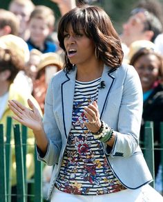 Michelle Obama's First Lady Style: One more look at the cool juxtaposition of her striped floral t-shirt by J.Crew mixed with a seersucker blazer by Talbots. Michelle Obama Flotus, Michelle Obama Fashion, Barack And Michelle, Seersucker Blazer, J Crew Outfits, American First Ladies, Striped Blazer, Blazers For Women, Look Cool