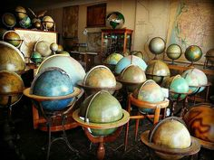 aInside the Packed Showrooms of a Prolific Map Collector With maps and 760 globes, Murray Hudson's cartographic stash is full of treasures. Deco Pirate, Globe Projects, Tennessee, Vintage Globe, World Globes, Map Globe, Earth From Space, We Are The World, Antique Maps
