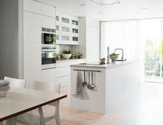 Vedum Condo Kitchen, Kitchen Renovation Inspiration, White Contemporary Kitchen, Kitchen Interior, Home Kitchens, Minimalist Kitchen, Kitchen Renovation, Kitchen Dining Room, Contemporary Kitchen