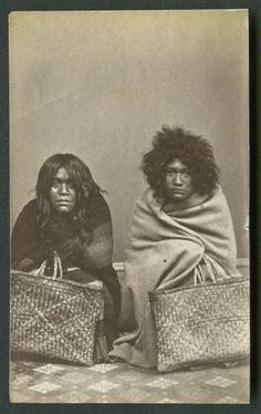American Photo Company (Auckland) fl 1870s : [Maori portrait group - Women] Asian History, Black History, Polynesian People, Maori People, Maori Designs, Nz Art, Nordic Tattoo, American Photo, Maori Art