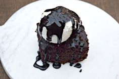 Crock Pot Chocolate Cake is the moistest chocolate cake you've ever eaten and it's foolproof to make! Serve warm with ice cream for an easy dessert. Easy No Bake Desserts, Delicious Desserts, Chocolate Recipes, Chocolate Cake, Chocolate Lovers, Homemade Snickers, Cheesecake Desserts, Strawberry Desserts, Baking Recipes