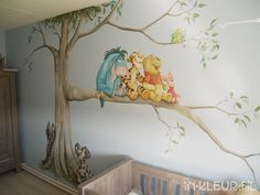 Poeh muurschildering babykamer boom & hondjes