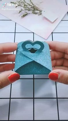 Cool Paper Crafts, Paper Crafts Origami, Origami Art, Diy Paper, Oragami, Paper Gifts, Diy Origami Cards, Origami Candy Box, Handmade Paper Boxes