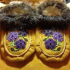 Purple Flower Moccasins with Beaver Fur Trim by Alaska Beadwork Native Beading Patterns, Beaded Moccasins, Bead Art, Fur Trim, Purple Flowers, Flower Patterns, Alaska, Rebel, Embellishments