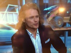 http://outlander-online.com/2015/03/27/50-screenshots-of-sam-heughan-on-the-morning-show-in-toronto-today/