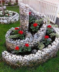 39 Amazing Zen Garden Ideas For frontyard and Backyard. If you're currently employing a backyard design specialist to enter and do the landscape layout of your yard, it may be a good idea to con. Rock Garden Design, Flower Garden Design, Disney Garden, Spiral Garden, Spring Flower Arrangements, Vintage Garden Decor, Beautiful Flowers Garden, Raised Garden Beds, Hanging Plants