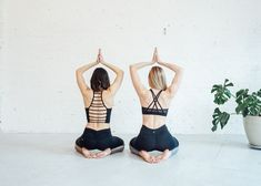 6 Partner Yoga Moves Anyone Can Do — Om & The City Two People Yoga Poses, Couples Yoga Poses, Yoga Poses For Two, Partner Yoga Poses, Kid Poses, Ashtanga Yoga, Iyengar Yoga, Hip Stretches, Stretching