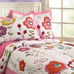 flowers Baby Girl Quilts, Girls Quilts, Crazy Patchwork, Bedclothes, Make Your Bed, Applique Quilts, Beautiful Bedrooms, Bed Covers, Bed Spreads