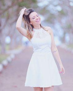 🙋🏼Sabe aquele vestido que você usa uma vez e não quer tirar nunca mais? ✌🏻️💁🏼Eu amo, amo, amo de verdade vestido branco e fiquei apaixonada por esse!!! Ele é da @linnyoficial 👏🏻🙅🏼 #publi #vestidobranco #babando