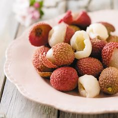 Litchis /Lieflike lietsjies South African Recipes, Kos, Pantry, Fruit, Drinks, Healthy, Pantry Room, Drinking, Butler Pantry