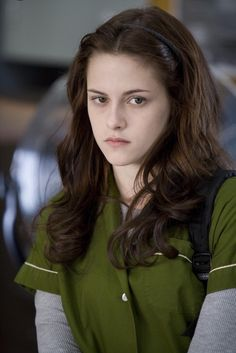 Nobody could have played Bella Swan better than Kristen Stewart. Nobody could have played Bella Swan better than Kristen Stewart. Twilight 2008, Twilight Edward, Edward Bella, Twilight Saga, Bella Cullen, Kristen Stewart Twilight, Kristen Stewart Now, Kristen Stewart Movies, Twilight Outfits
