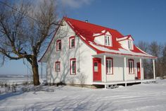 Our Wonderful Farmhouse in St. Old Quebec, Quebec City, Province Du Canada, Beautiful Vacation Spots, Siding Colors, French Colonial, Colonial Architecture, Screened In Porch, Going Home