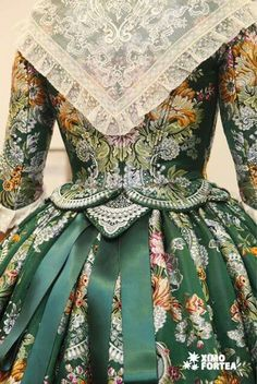 Such attention to detail 18th Century Dress, 18th Century Clothing, 18th Century Fashion, Vintage Gowns, Mode Vintage, Vintage Outfits, Vintage Fashion, Beautiful Costumes, Beautiful Outfits