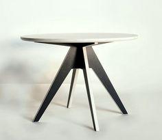 Stilig bord i modern design http://www.vallaste.se/sv/soffbord/2477-table-edi.html#/material-oak/measures-%C3%B8_85_cm_x_75_cm