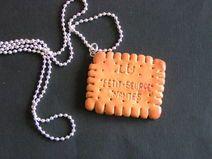 collier pendentif petit beurre en fimo