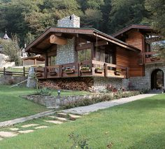 The chalet Style originated many centuries ago in the south-eastern part of France, in the alpine mountains. Initially, the chalet was a shepherd's hut. Home Bild, Log Home Designs, Wooden Architecture, Chalet Style, Cottage Style Homes, Log Cabin Homes, Spanish House, Mountain Homes, Cabins And Cottages
