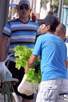 https://flic.kr/p/U279nE | las tunas cargas (10) | ciudadanos de Las Tunas en su ir y venir cotidiano con cargas