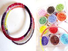 Paso a paso para armar unas divertidas pulseras con tubos de plástico.: Hazlas con diferentes rellenos